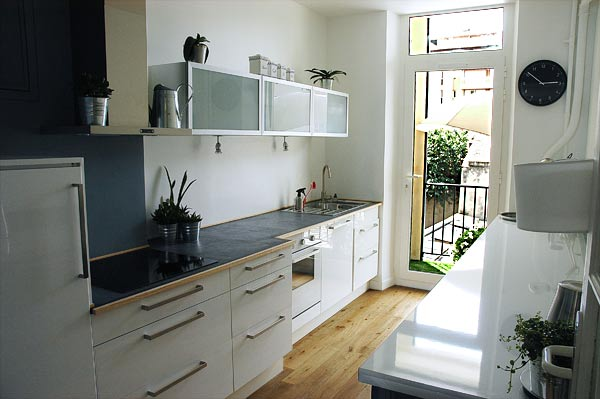 La cuisine le balcon d 39 un appartement louer au c ur de for Equipement cuisine